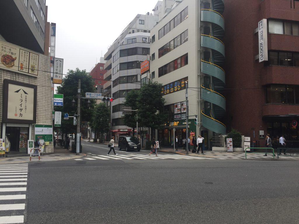 新宿 英会話 交差点