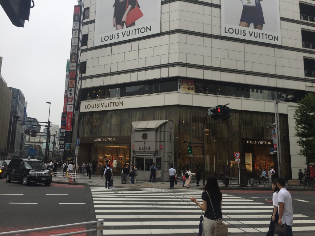 新宿 英会話 横断歩道